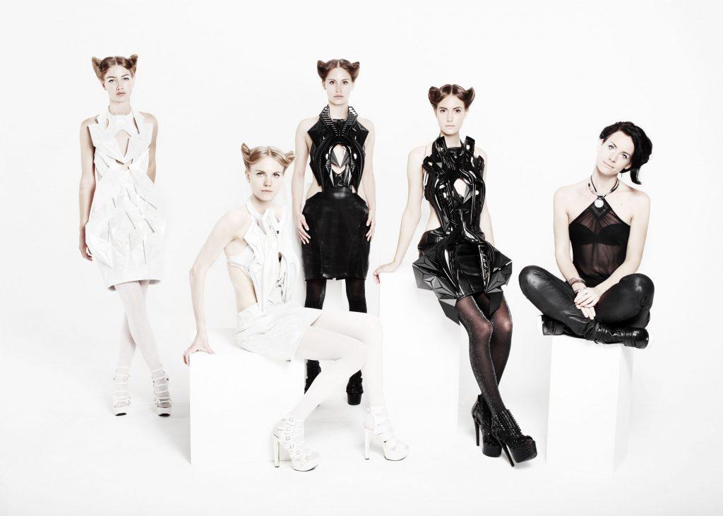 Immagine di abiti digitali realizzati da Anouk Wipprecht